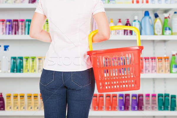 Nő hordoz bevásárlókosár áruház hátsó nézet üzlet Stock fotó © AndreyPopov