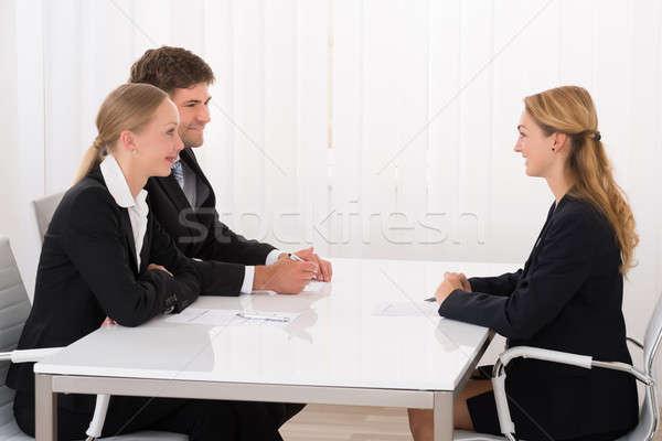 女性 マネージャ 申請者 小さな オフィス ビジネス ストックフォト © AndreyPopov