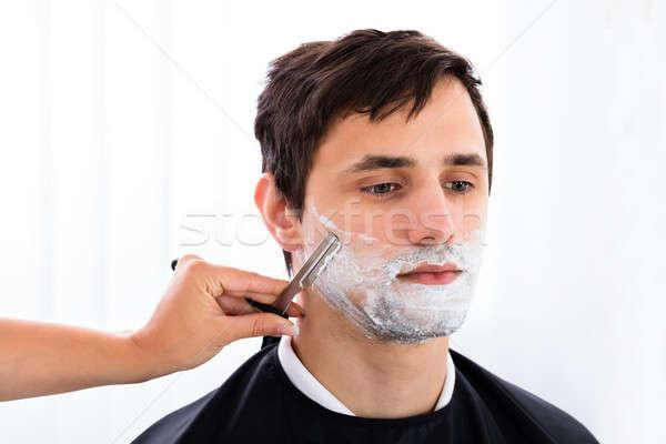 Peluquero barba navaja jóvenes salón mujer Foto stock © AndreyPopov