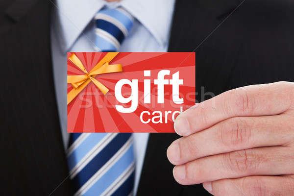 Geschäftsmann halten Geschenkkarte Warenkorb Männer Stock foto © AndreyPopov