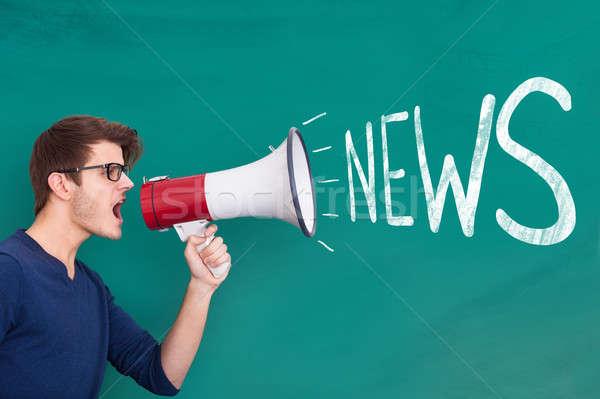 Man megafoon nieuws aankondiging jonge man Stockfoto © AndreyPopov