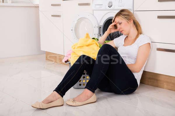 Bitkin kadın oturma çamaşır makinesi genç kadın sepet Stok fotoğraf © AndreyPopov