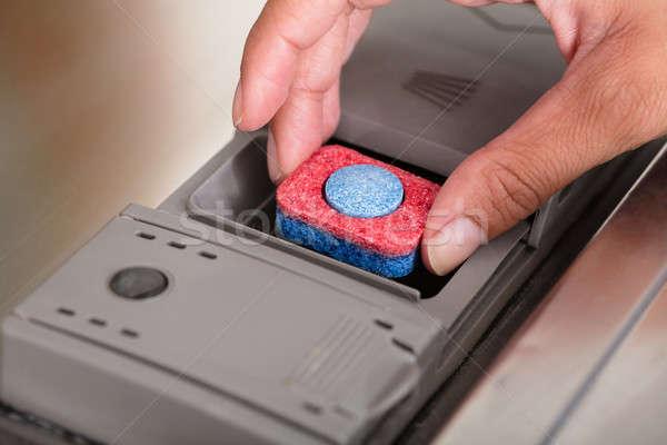 El tablet bulaşık makinesi kişi Stok fotoğraf © AndreyPopov