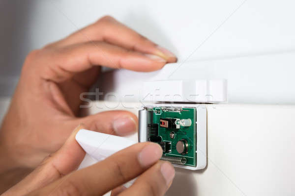 Tecnico sicurezza porta sensore primo piano Foto d'archivio © AndreyPopov