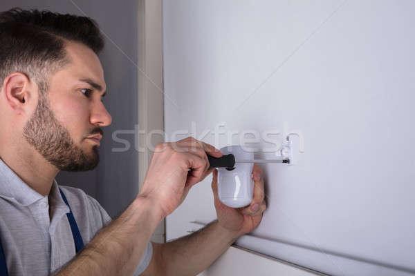 Electricista seguridad puerta sensor pared Foto stock © AndreyPopov