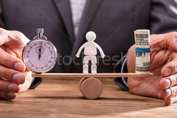 Empresario equilibrio cronógrafo billetes primer plano mano Foto stock © AndreyPopov