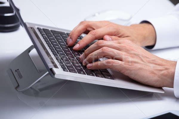 ストックフォト: ビジネスマン · 入力 · ノートパソコン · キーパッド · クローズアップ · 手