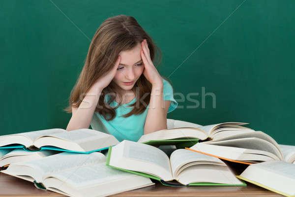 Dziewczyna biurko wiele książek zmęczony dziewczynka Zdjęcia stock © AndreyPopov