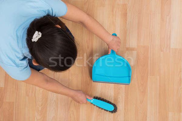 Foto stock: Mulher · mulher · jovem · vassoura · casa · trabalhar
