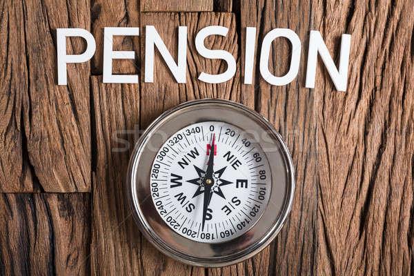 Boussole pension texte bois directement au-dessus Photo stock © AndreyPopov