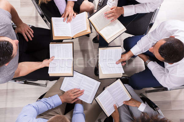 人 座って サークル 読む 聖書 ストックフォト © AndreyPopov