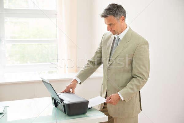 üzletember gép iroda üzlet papír férfiak Stock fotó © AndreyPopov