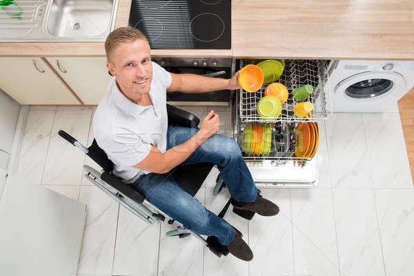 Handicapées homme plaque plat rack jeunes Photo stock © AndreyPopov