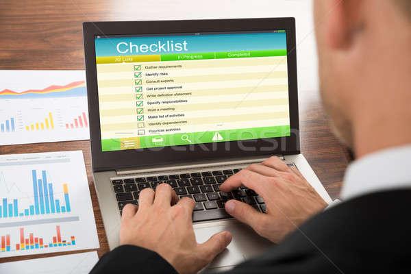 Biznesmen nadzienie formularza laptop Zdjęcia stock © AndreyPopov