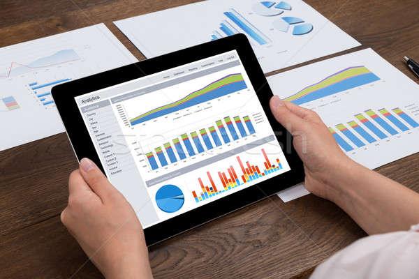 Persona finanziaria statistiche digitale tablet primo piano Foto d'archivio © AndreyPopov