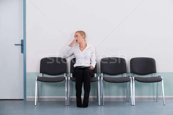 üzletasszony ásít ül szék unatkozik fiatal Stock fotó © AndreyPopov