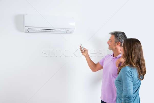 Coppia temperatura condizionatore d'aria maturo piedi uomo Foto d'archivio © AndreyPopov