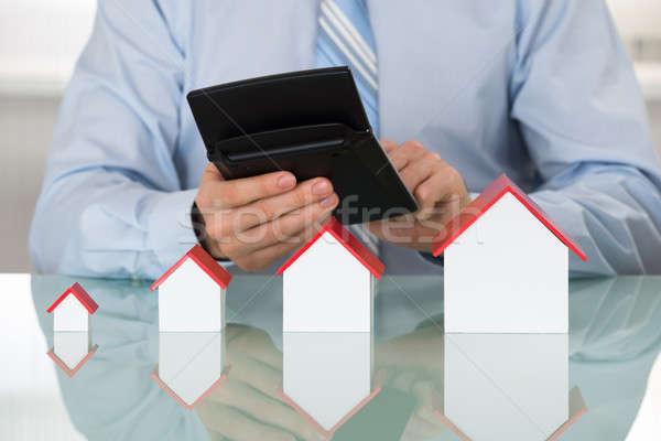 üzletember számítás számológép ház modell asztal Stock fotó © AndreyPopov