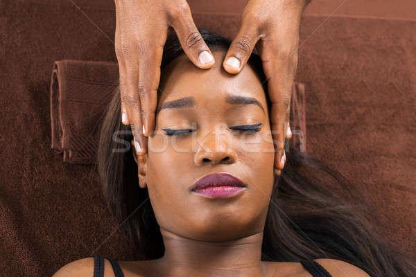 Vrouw voorhoofd massage spa jonge Stockfoto © AndreyPopov
