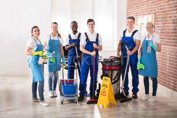 Retrato diverso feliz escritório limpeza Foto stock © AndreyPopov