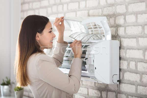 女性 洗浄 空調装置 小さな 笑顔の女性 ストックフォト © AndreyPopov