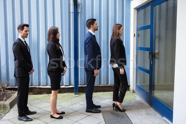 üzletemberek áll kívül irodaház csoport fiatal Stock fotó © AndreyPopov