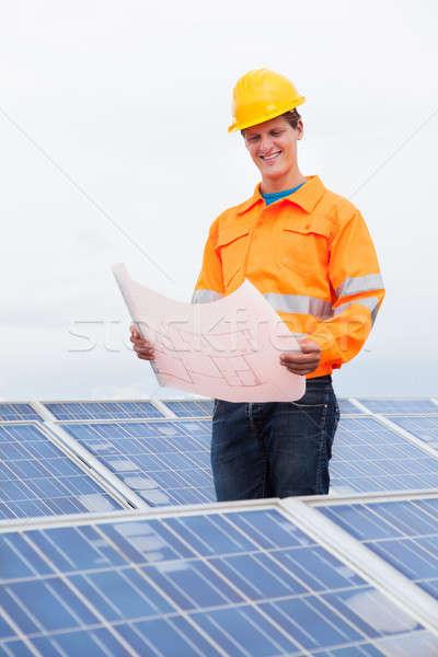 Ingenieur naar blauwdruk portret mannelijke Stockfoto © AndreyPopov