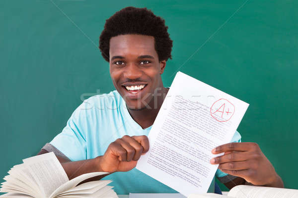 ストックフォト: 若い男 · 紙 · プラス · 幸せ · アフリカ