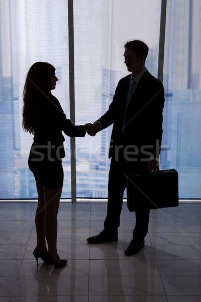 Uomini d'affari stringe la mano ufficio giovani imprenditore Foto d'archivio © AndreyPopov