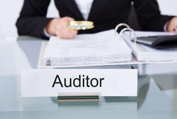 Foto stock: Auditor · financieros · documentos · primer · plano · escritorio · oficina
