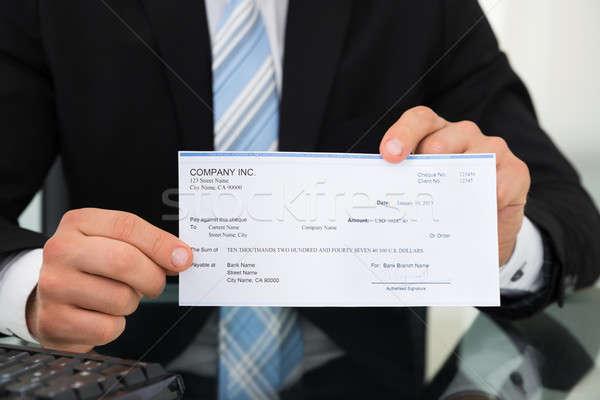 Stockfoto: Zakenman · tonen · cheque · bureau · kantoor · man