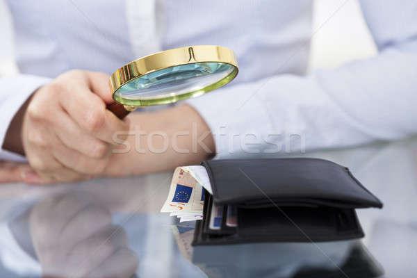 Işadamı büyüteç cüzdan para Stok fotoğraf © AndreyPopov