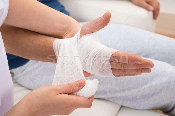Verpleegkundige hand vrouw ziekenhuis pijn Stockfoto © AndreyPopov