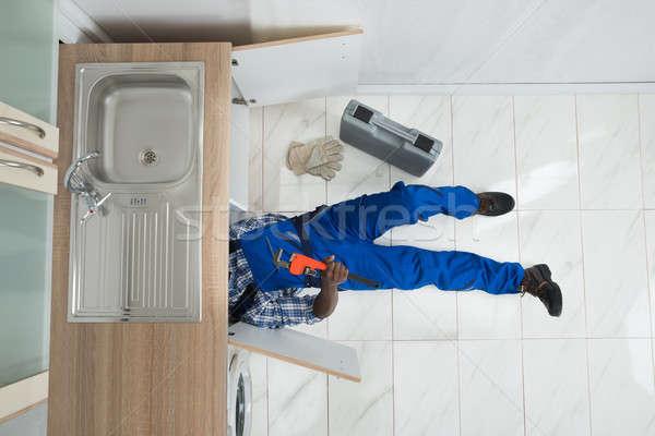 Ezermester javítás mosdókagyló konyha magasról fotózva kilátás Stock fotó © AndreyPopov