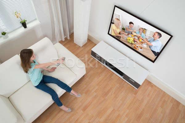 Ragazza telecomando televisione soggiorno bambino Foto d'archivio © AndreyPopov