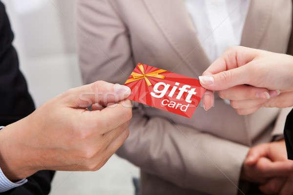 Empresário mãos cartão de presente outro compras Foto stock © AndreyPopov