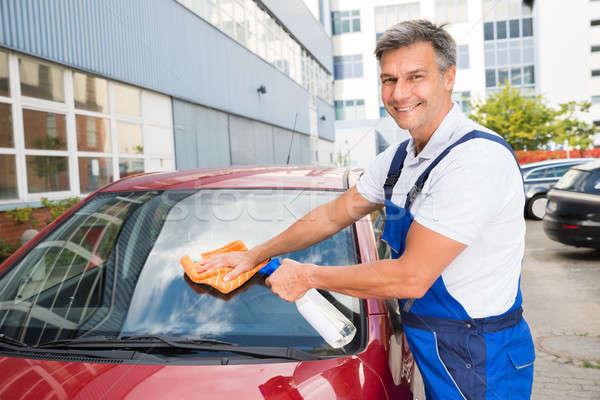 Trabalhador limpeza carro pára-brisas maduro masculino Foto stock © AndreyPopov
