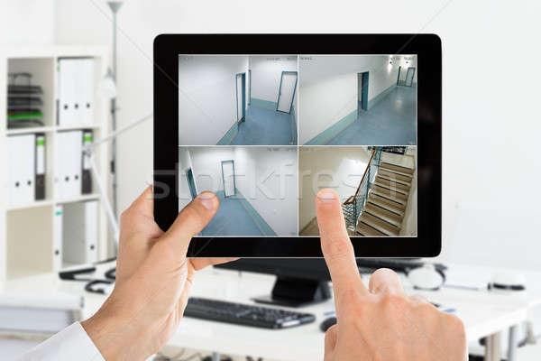 Férfi néz otthon kamera cctv videók Stock fotó © AndreyPopov