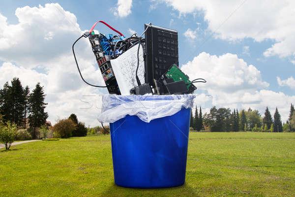 Endommagé matériel équipement bleu ciel clavier Photo stock © AndreyPopov
