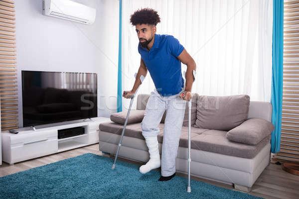 человека сломанной ногой ходьбе ковер синий Сток-фото © AndreyPopov