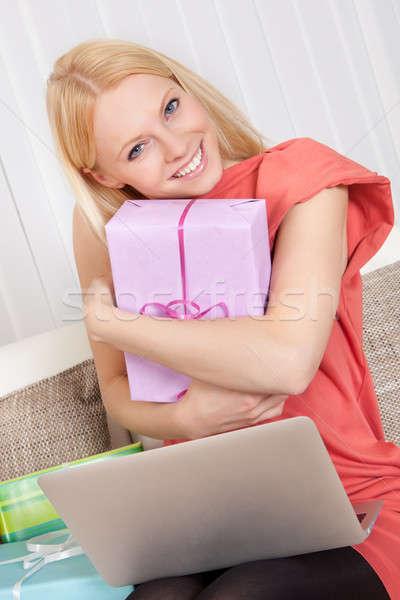 Stok fotoğraf: Güzel · genç · kadın · satın · alma · hediyeler · Internet · kadın