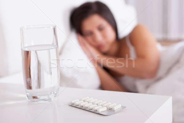 Chorych kobieta bed skupić szkła Zdjęcia stock © AndreyPopov