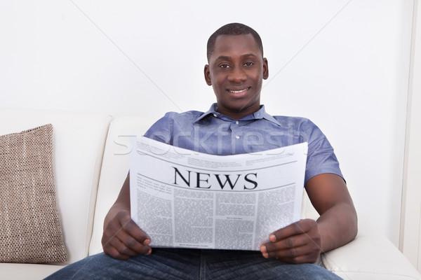 África hombre periódico retrato sesión Foto stock © AndreyPopov