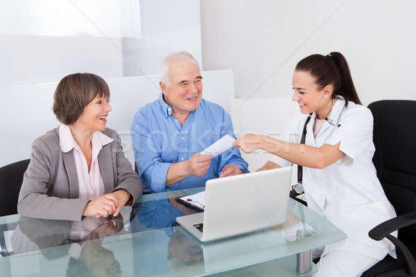 Lekarza recepta starszy para kliniki uśmiechnięty kobiet Zdjęcia stock © AndreyPopov
