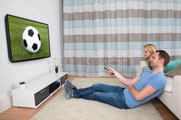 カップル を見て サッカー 一致 幸せ ホーム ストックフォト © AndreyPopov