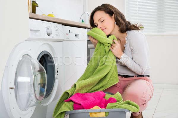 Kadın elbise yıkayıcı genç kadın elektronik Stok fotoğraf © AndreyPopov