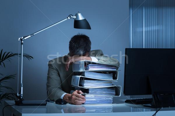 Zakenman hoofd werken laat uitgeput Stockfoto © AndreyPopov