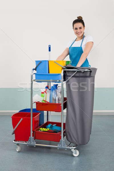 Gelukkig jonge vrouwelijke schoonmaken uitrusting Stockfoto © AndreyPopov