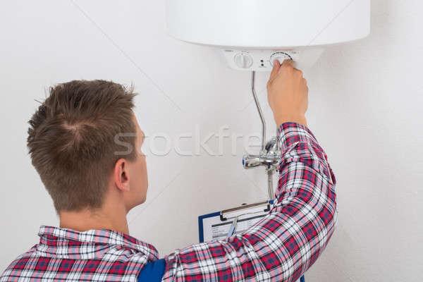 Homme plombier température électriques jeunes Photo stock © AndreyPopov