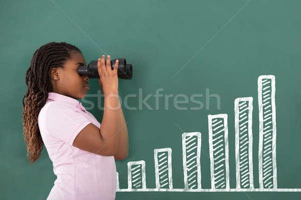 Kız bakıyor ayakta yeşil tahta Stok fotoğraf © AndreyPopov